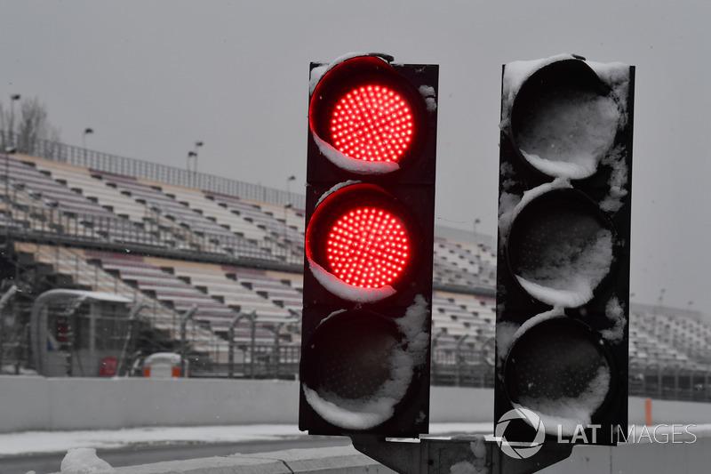 Luz roja por la nieve