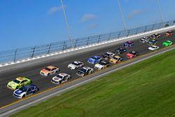 Alex Bowman, Hendrick Motorsports Chevrolet Camaro, Ryan Blaney, Team Penske Ford Fusion, Kevin Harv