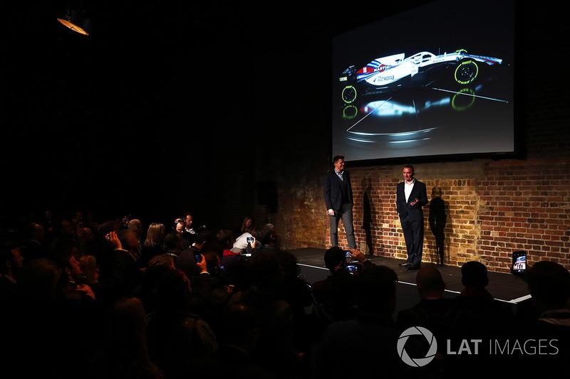 Paddy Lowe, en el escenario con el FW41