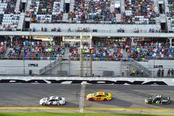 Brad Keselowski, Team Penske Ford Fusion, Joey Logano, Team Penske Ford Fusion and Kurt Busch, Stewa