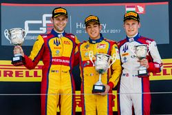 Podio: ganador de la carrera Giuliano Alesi, Trident, segundo lugar Ryan Tveter, Trident, tercer lug