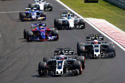 Romain Grosjean, Haas F1 Team VF-17, Kevin Magnussen, Haas F1 Team VF-17, Daniil Kvyat, Scuderia Tor