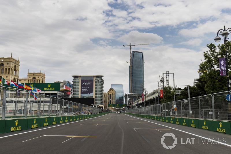 2,1 км – длина главной прямой на трассе в Баку. Это самая длинная прямая в календаре Формулы 1