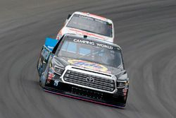 Parker Kligerman, Henderson Motorsports Toyota y Austin Hill, Whitetail Heaven Outfitters Ford F150