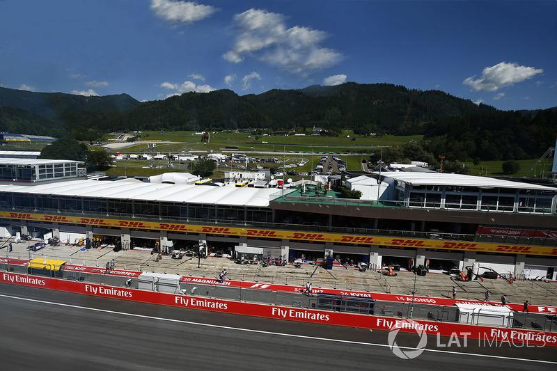 Una vista panorámica de pits, la recta  y garajes