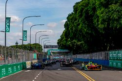 Lucas di Grassi, ABT Schaeffler Audi Sport führt das Feld an beim Start zum Rennen