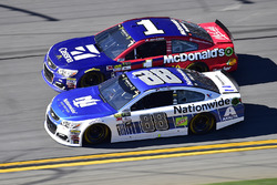 Dale Earnhardt Jr., Hendrick Motorsports Chevrolet, Jamie McMurray, Chip Ganassi Racing Chevrolet