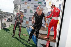 Podium: Racewinnaar Callum Ilott, Prema Powerteam, Dallara F317 - Mercedes-Benz, tweede plaats Joel