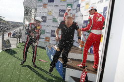 Podium: Race winner Joel Eriksson, Motopark Dallara F317 - Volkswagen, second place Callum Ilott, Pr