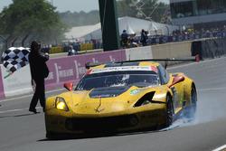 #63 Corvette Racing-GM Chevrolet Corvette C7.R: Jan Magnussen, Antonio Garcia, Jordan Taylor termine avec des dégâts