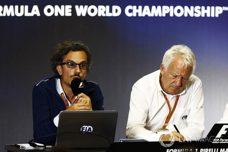 Laurent Mekies, F1 Yarış Direktörü Vekili, FIA, Charlie Whiting, FIA Yarış Direktörü, Halo tanıtım basın toplantısında
