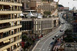 Kevin Magnussen, Haas F1 Team VF-17; Sergio Perez, Sahara Force India F1 VJM10; Lance Stroll, Willia