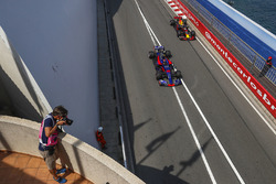 Photographer shoots Daniil Kvyat, Scuderia Toro Rosso STR12 and Daniel Ricciardo, Red Bull Racing RB13