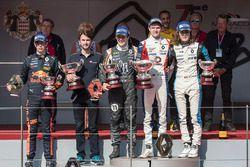 Podio: ganador de la carrera Will Palmer, R-ace GP, segundo lugar Sacha Fenestraz, Josef Kaufmann Racing, tercer lugar Max Defourny, R-ace GP