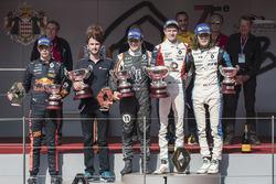 Podium: racewinnaar Will Palmer, R-ace GP, tweede plaats Sacha Fenestraz, Josef Kaufmann Racing, der