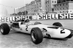 Bruce McLaren, McLaren M2B