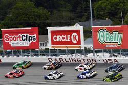 Denny Hamlin, Joe Gibbs Racing Toyota, Kevin Harvick, Stewart/Haas Racing Ford