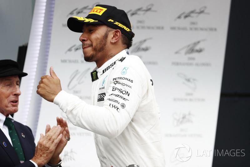 1. Lewis Hamilton, Mercedes AMG F1, mit Jackie Stewart