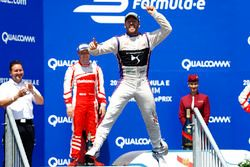 Sam Bird, DS Virgin Racing, viert zijn overwinning op het podium