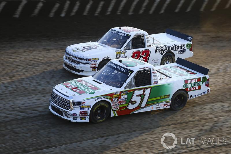 Harrison Burton, Kyle Busch Motorsports Toyota y JJ Yeley, Fr8Auctions.com Chevrolet Silverado