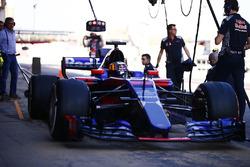 Carlos Sainz Jr., Scuderia Toro Rosso STR12 y su padre Carlos Sainz