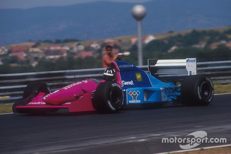 ... un poco más destacado el rosa de Brabham en algunas carreras de 1992, y ...