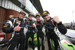 Ganadores de la carrera Christian Engelhart, Mirko Bortolotti, GRT Grasser Racing Team, tercero Ezeq