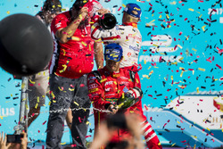 Lucas di Grassi, ABT Schaeffler Audi Sport, spruzza lo champagne sul podio