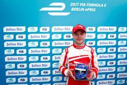 Felix Rosenqvist, Mahindra Racing, with the Julius Bar Pole Position award