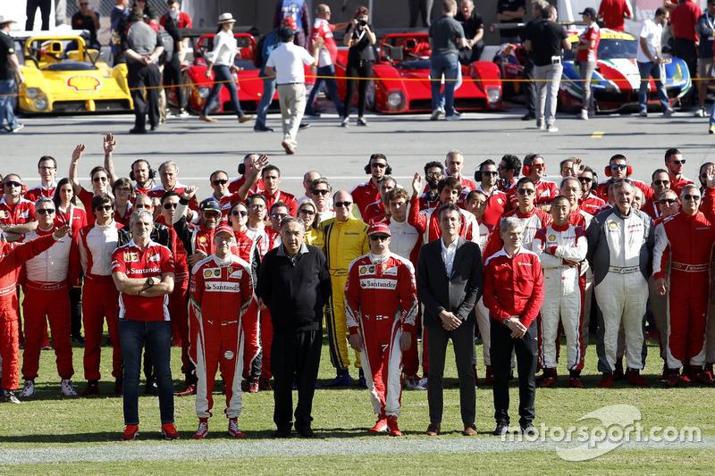 Maurizio Arrivabene, Team principal Ferrari; Sebastian Vettel, Ferrari; Sergio Marchionne, Presidente de Ferrari; Kimi Raikkonen, Ferrari, foto de grupo