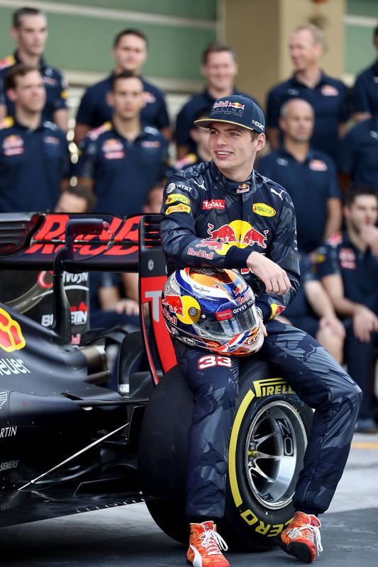 Max Verstappen, Red Bull Racing op een teamfoto
