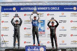 Podium : le vainqueur Graham Rahal, Rahal Letterman Lanigan Racing Honda, le deuxième, Josef Newgarden, Team Penske Chevrolet, le troisième, Will Power, Team Penske Chevrolet