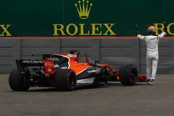 Фернандо Алонсо, McLaren MCL32: остановка на трассе