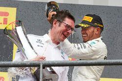 Podium: Race winner Lewis Hamilton, Mercedes AMG F1, Andrew Shovlin, Chief Race Engineer, Mercedes A