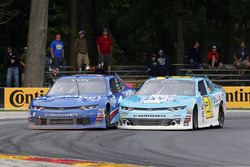 Daniel Hemric, Richard Childress Racing Chevrolet y Elliott Sadler, JR Motorsports Chevrolet