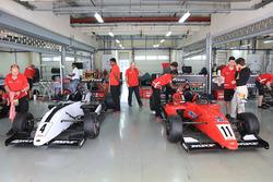 Les voitures de Harrison Newey et Felipe Drugovich