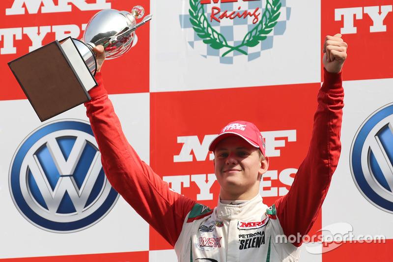 Podium : le vainqueur Mick Schumacher