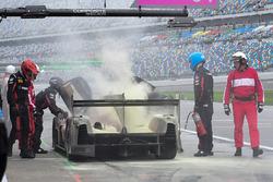 Пожар на пит-стопе: №55 Mazda Motorsports Mazda DPi: Джонатан Бомарито, Тристан Нуньес, Спенсер Пиго