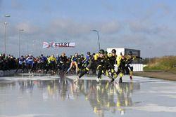 Start van de schaatswedstrijd van De Hollandse 100