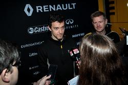 Jolyon Palmer, Renault Sport F1 Team RS17, avec les médias