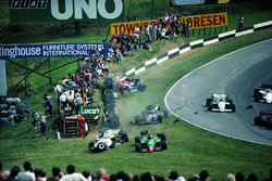 Eddie Cheever, Philippe Alliot, Stefan Johansson, Jo Gartner, accidente en la primera vuelta