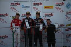 Podio Gara 1: il vincitore Sebastian Whabeh Fernandez, Baithech, il secondo classificato Marcus Armstrong, Prema Powerteam, il terzo classificato Lorenzo Colombo, Bhaitech