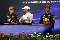 Max Verstappen, Red Bull Racing Lewis Hamilton, Mercedes AMG F1 en Daniel Ricciardo, Red Bull Racing in de persconferentie