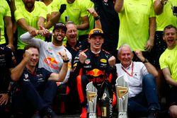 Max Verstappen, Red Bull Racing, racewinnaar, derde plaats Daniel Ricciardo, Red Bull Racing, Christ