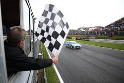 Race winner Aiden Moffat, Laser Tools Racing Mercedes Benz A-Class