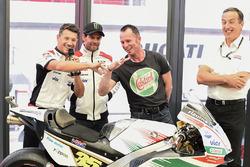 Lucio Cecchinello, Team LCR Honda, Teamchef, Aaron Slight, vergleichen Finger