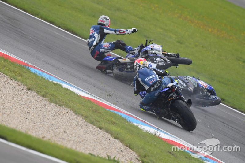 La caduta di Federico Caricasulo, GRT Yamaha Official WorldSSP Team e Lucas Mahias, GRT Yamaha Official WorldSSP Team