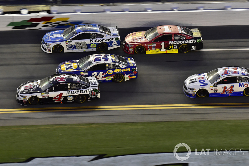 Kevin Harvick, Stewart-Haas Racing Ford, Chase Elliott, Hendrick Motorsports Chevrolet, Dale Earnhardt Jr., Hendrick Motorsports Chevrolet, Jamie McMurray, Chip Ganassi Racing Chevrolet, Clint Bowyer, Stewart-Haas Racing Ford