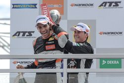 Rookie podium: Jehan Daruvala, Carlin, Dallara F317 - Volkswagen, Joey Mawson, Van Amersfoort Racin