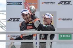 Podium novatos: Jehan Daruvala, Carlin, Dallara F317 - Volkswagen, Joey Mawson, Van Amersfoort Raci